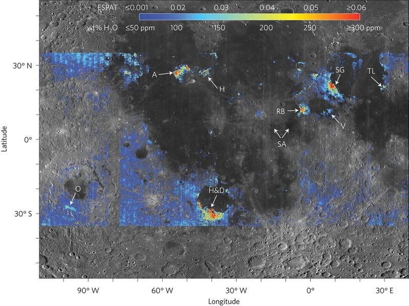 Luna ascunde mai multă apă decât