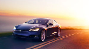 Tesla Model S stabilește un nou record pentru mașini electrice [VIDEO]