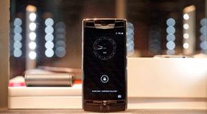 """Vertu: creatorii celor mai scumpe telefoane au închis """"prăvălia"""""""