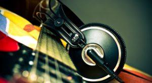Cum pui automat muzica pe pauză dacă te uiți la ceva pe internet
