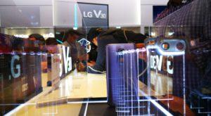 LG pune cinci camere pe un telefon ca să nu spui că n-ai opțiuni