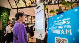 În China poți plăti cu un zâmbet, dar nimic nu e gratis