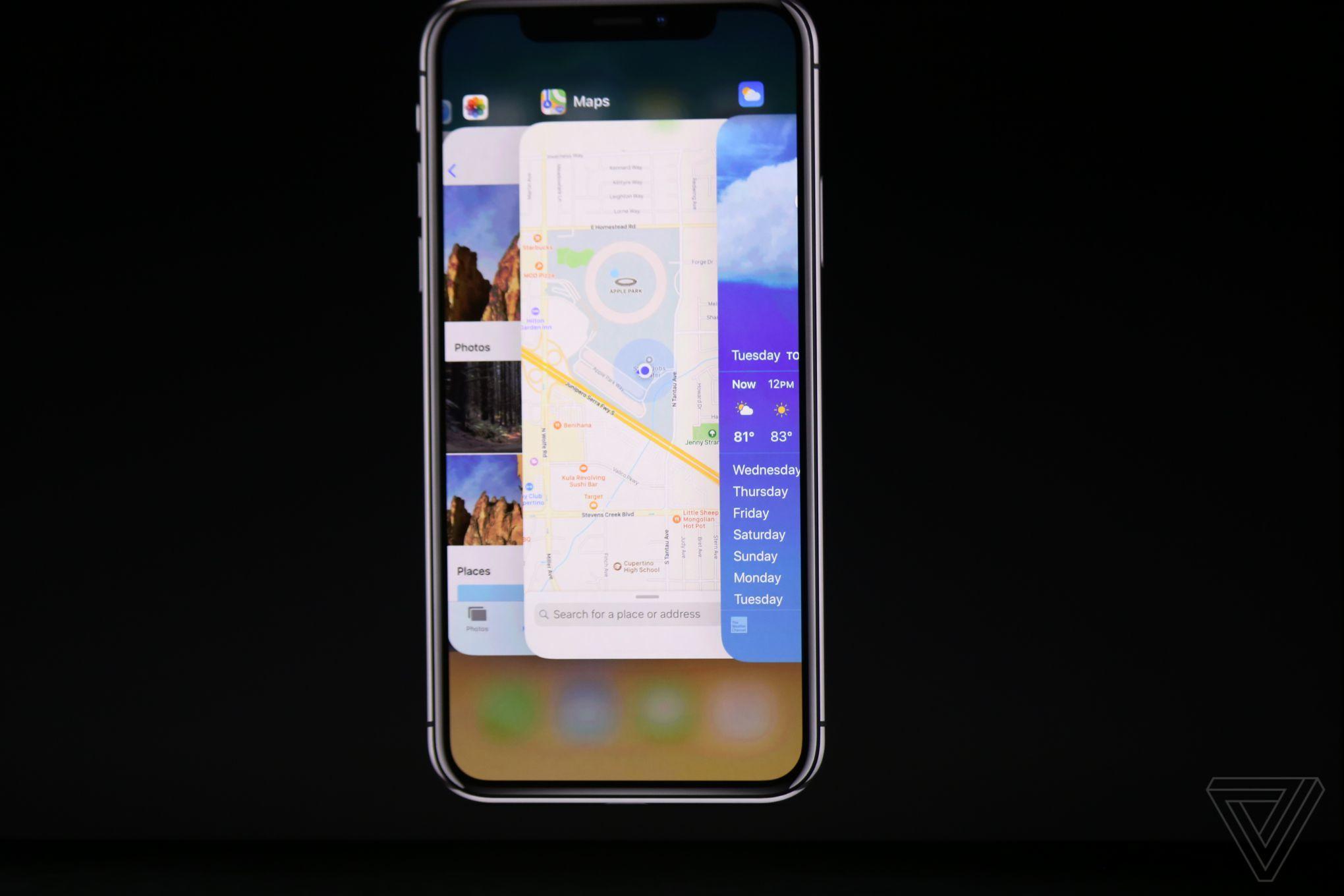 iPhone X cu Maps