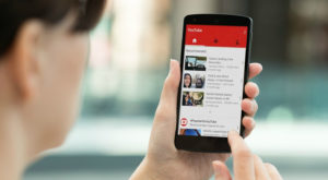 Cum asculți muzică pe YouTube cu ecranul închis pe Android