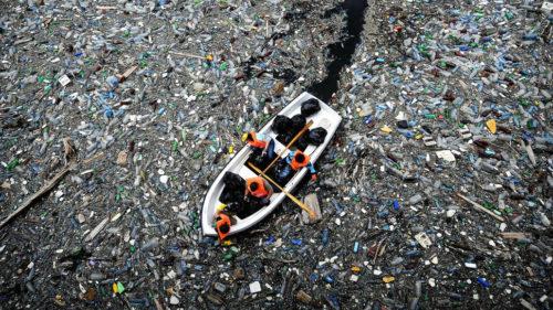 Zece fluvii din lume, responsabile pentru majoritatea plasticului din oceane