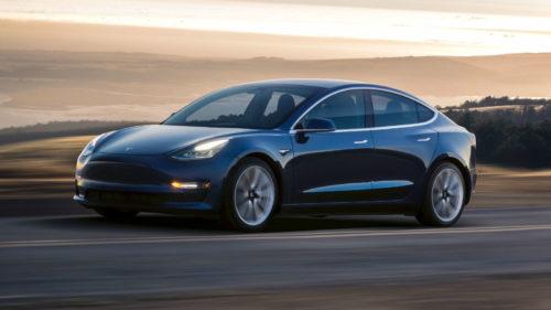 Tot ce ai vrea să știi despre Tesla Model 3 e într-un video review