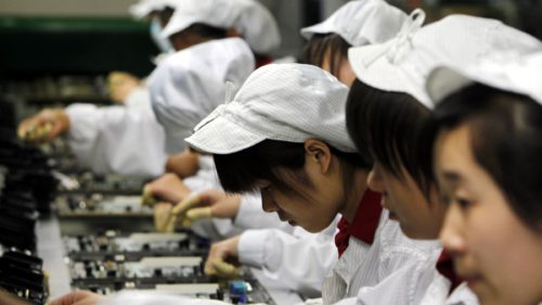 foxconn-workers-liceeni ore suplimentare