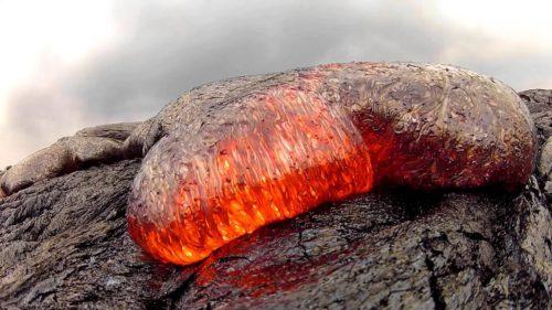 """Un GoPro a ajuns în lavă și """"a trăit"""" ca să-i vezi aventura"""