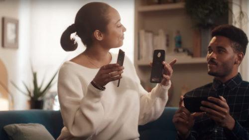 VIDEO: Motorola încearcă să facă mișto de Samsung într-o nouă reclamă