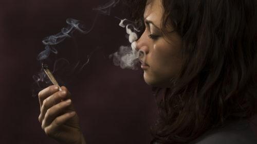 De ce creierul tău devine dependent de nicotină și, implicit, fumat