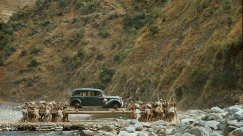 """Mașina făcută cadou de Hitler și transportată pe """"roți umane"""""""
