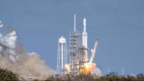 Elon Musk a trimis o Tesla în spațiu ca să scrie istorie în drumul spre Marte