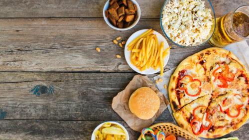 Pizza congelată și dulciurile ți-ar putea aduce nu doar calorii, ci și cancer