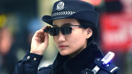 Ochelarii high-tech din viitor îi ajută pe chinezi să prindă răufăcătorii