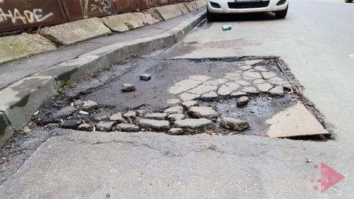 Ce se strică la mașină când dai în gropile din București