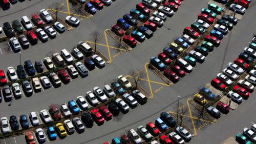 Cât de mult te ajută camerele și senzorii atunci când parchezi cu spatele