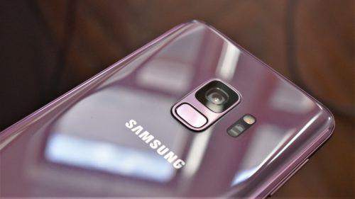 Samsung Galaxy J8 ar putea fi telefonul ieftin care arată scump