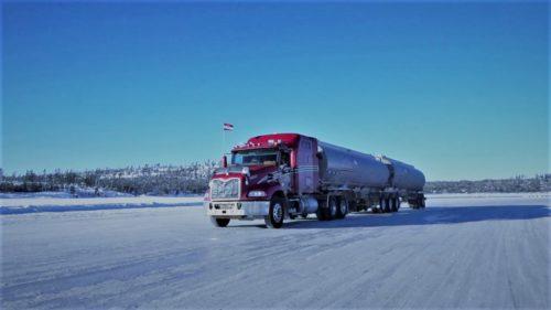 Drumul rutier de sute de kilometri format doar din lacuri înghețate