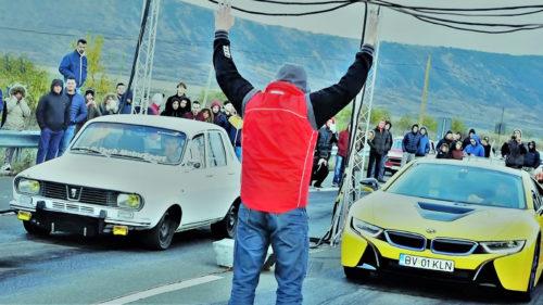 Dacia vs. BMW: cursa spectaculoasă între o Dacia 1300 și un BMW i8