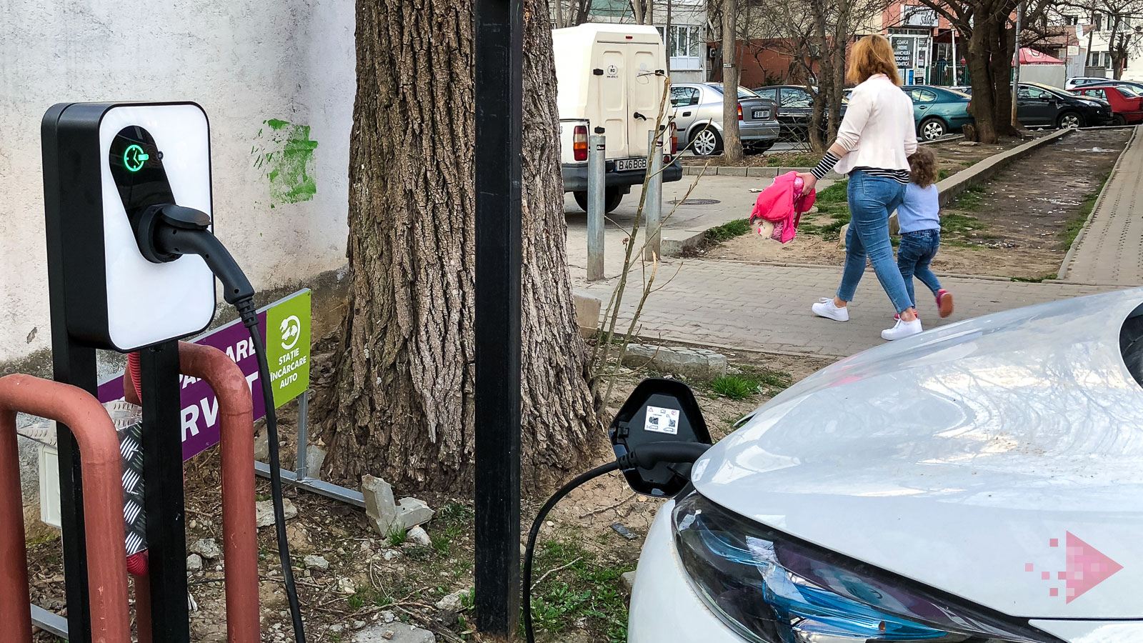Uber Green Renault Zoe incarcare (2)