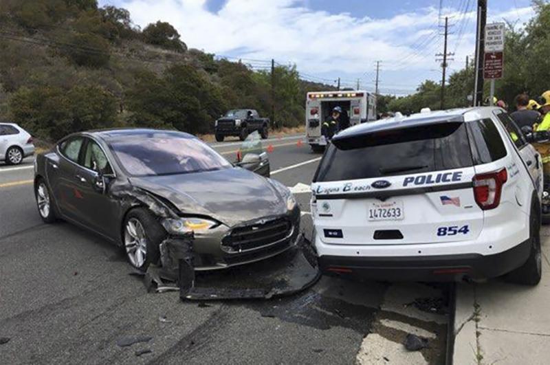 Tesla Autopilot politie