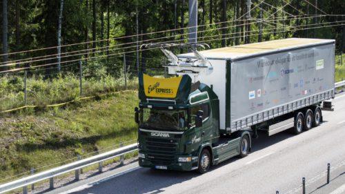 Suedezii testează drumurile care încarcă mașinile electrice din mers