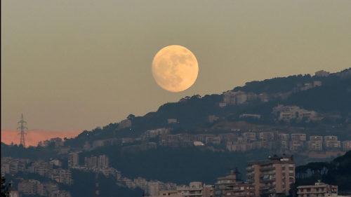 De ce Luna pare mereu mai mare când este la orizont