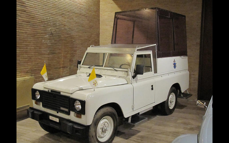 land rover papamobil