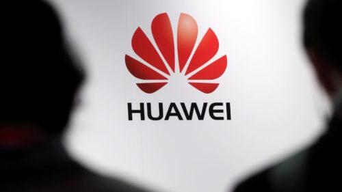 Huawei va investi miliarde ca să ai încredere că nu te spionează