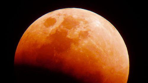 De ce se panicau oamenii când vedeau Luna sângerie pe vremuri