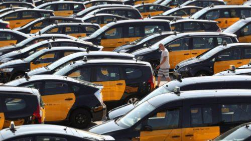 Taximetriștii ies în stradă și creează haos ca să oprească Uber
