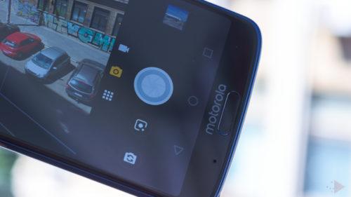 Motorola confirmă că lucrează la telefonul pliabil. Cum ar arăta Moto Razr