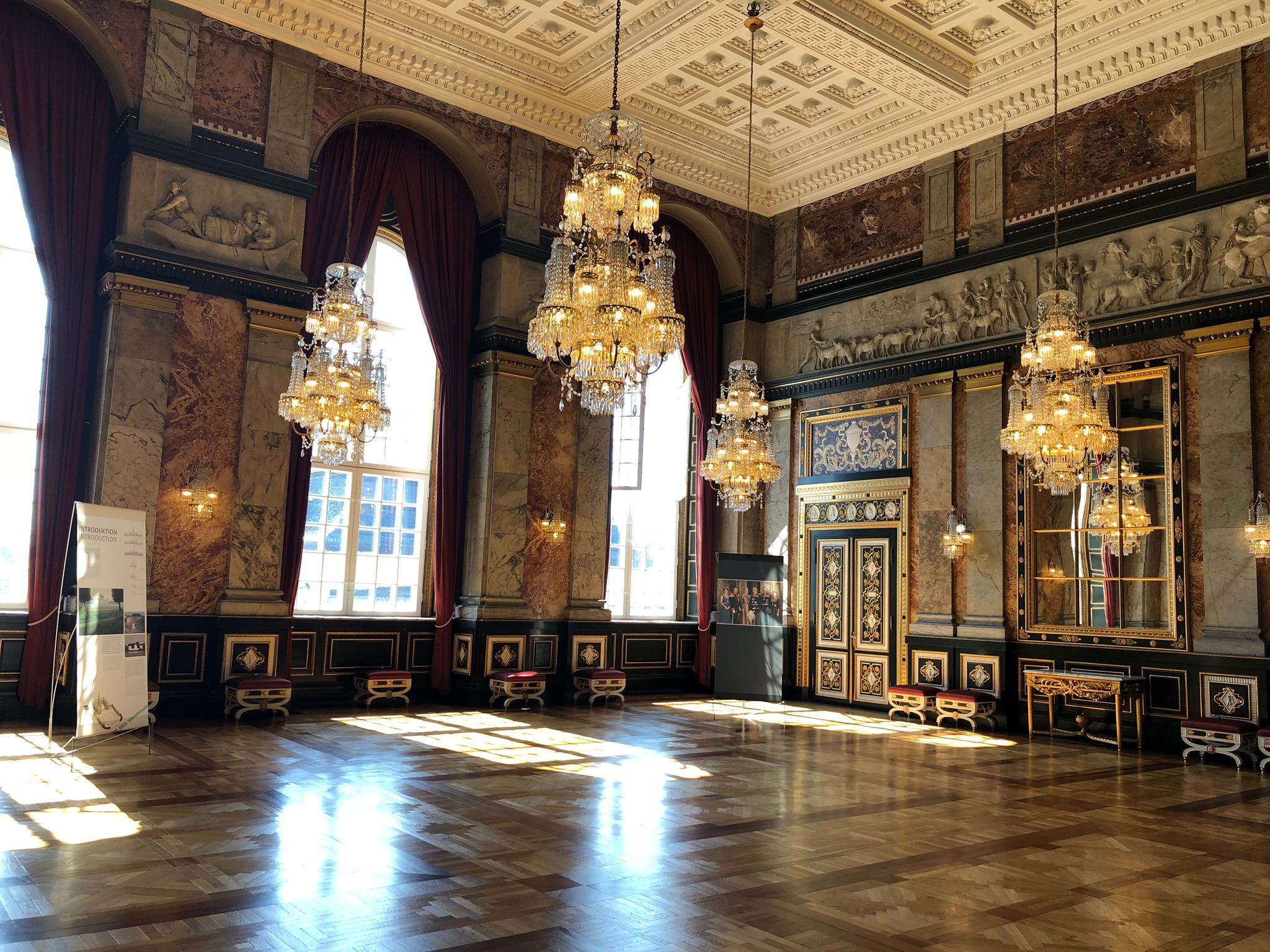 iPhone X - interior la Castelul Regal