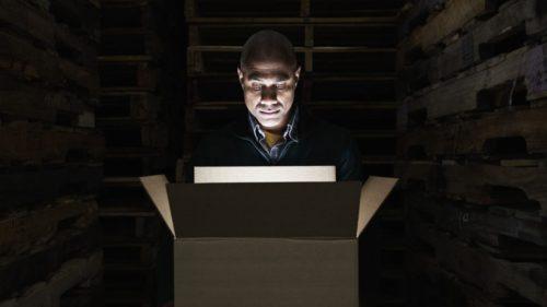 Ce e cu moda cutiilor misterioase comandate de pe dark web