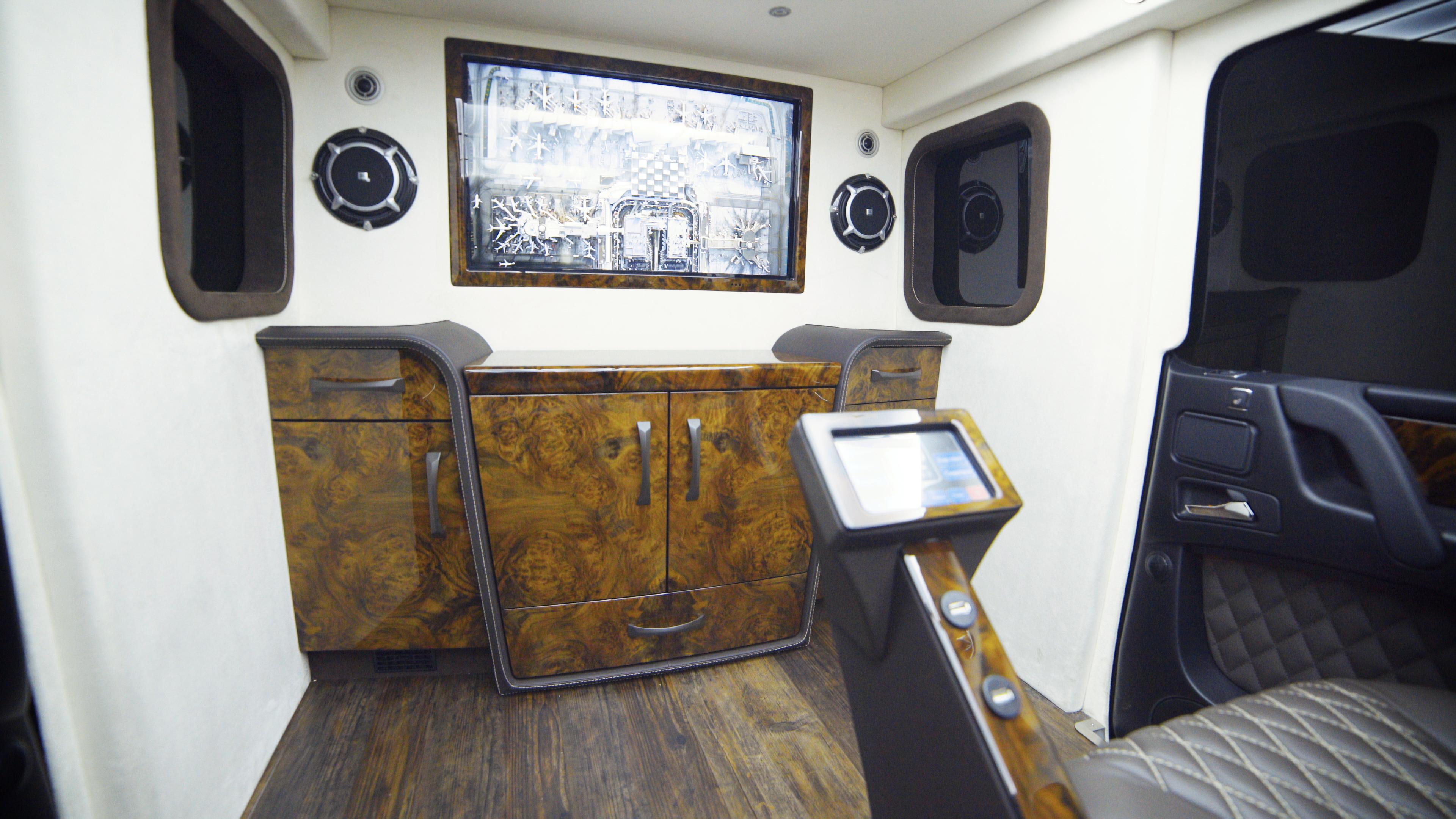mercedes limuzina blindata