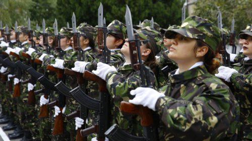 Ce șanse sunt să revină serviciul militar obligatoriu în România