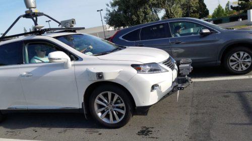 Prima mașină autonomă Apple implicată într-un accident