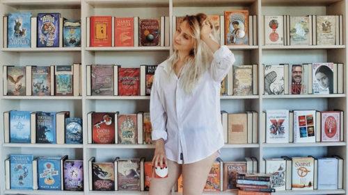 Cum vrea Instagram să te convingă să pui mâna pe o carte să citești