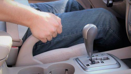 De ce o să dispară frâna de mână de pe mașini și nu e o veste chiar rea
