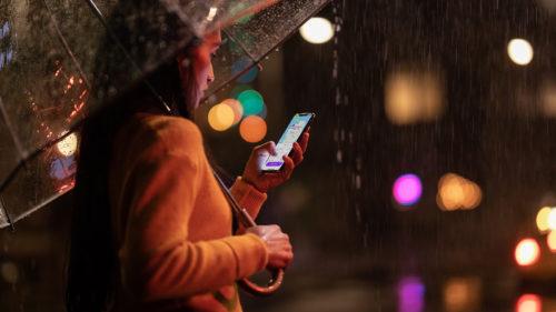 Șeful Apple îți explică de ce te plângi aiurea că n-ai bani de iPhone