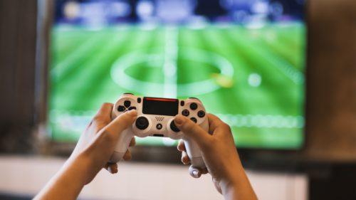 Ce efecte au jocurile video asupra performanței școlare a copiilor