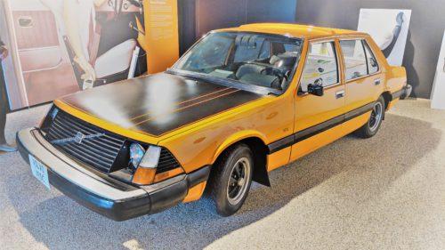 Mașina din anii '70 dotată cu cameră video în spate, mai sigură decât Dacia de azi