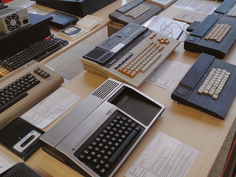 RetroIT colectie calculatoare vechi