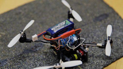 Roboții zburători care pot căra greutăți mult mai mari decât corpul lor