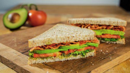 Bărbatul care și-a făcut un sandwich de la zero și l-a costat enorm
