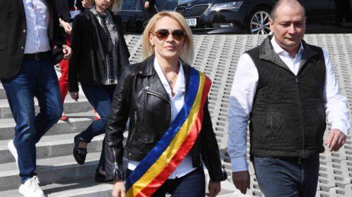 Ce autobuze vrea Firea să bage în București, să nu zici că n-a făcut nimic