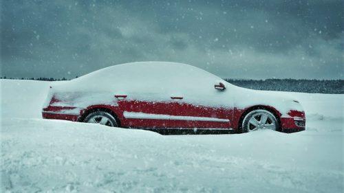 Ce trebuie să știi ca șofer iarna ca să nu rămâi cu mașina-n drum