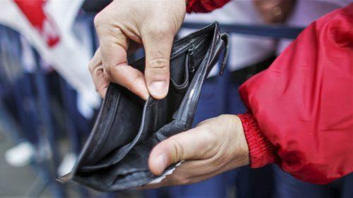 Câți români sunt în pragul sărăciei și câți fac combinații: statisticile îngrijorătoare despre bani