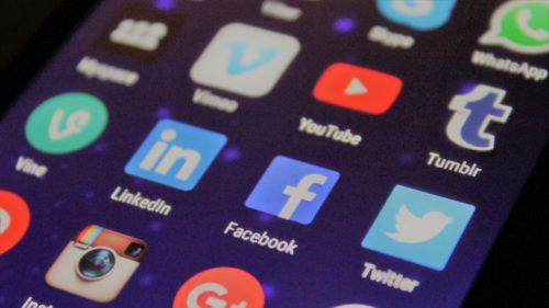 Alte aplicații populare Android îți dau datele lui Facebook fără ca tu să știi