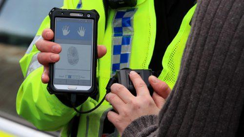 Ce trebuie să știi dacă poliția îți cere să-ți deblochezi telefonul
